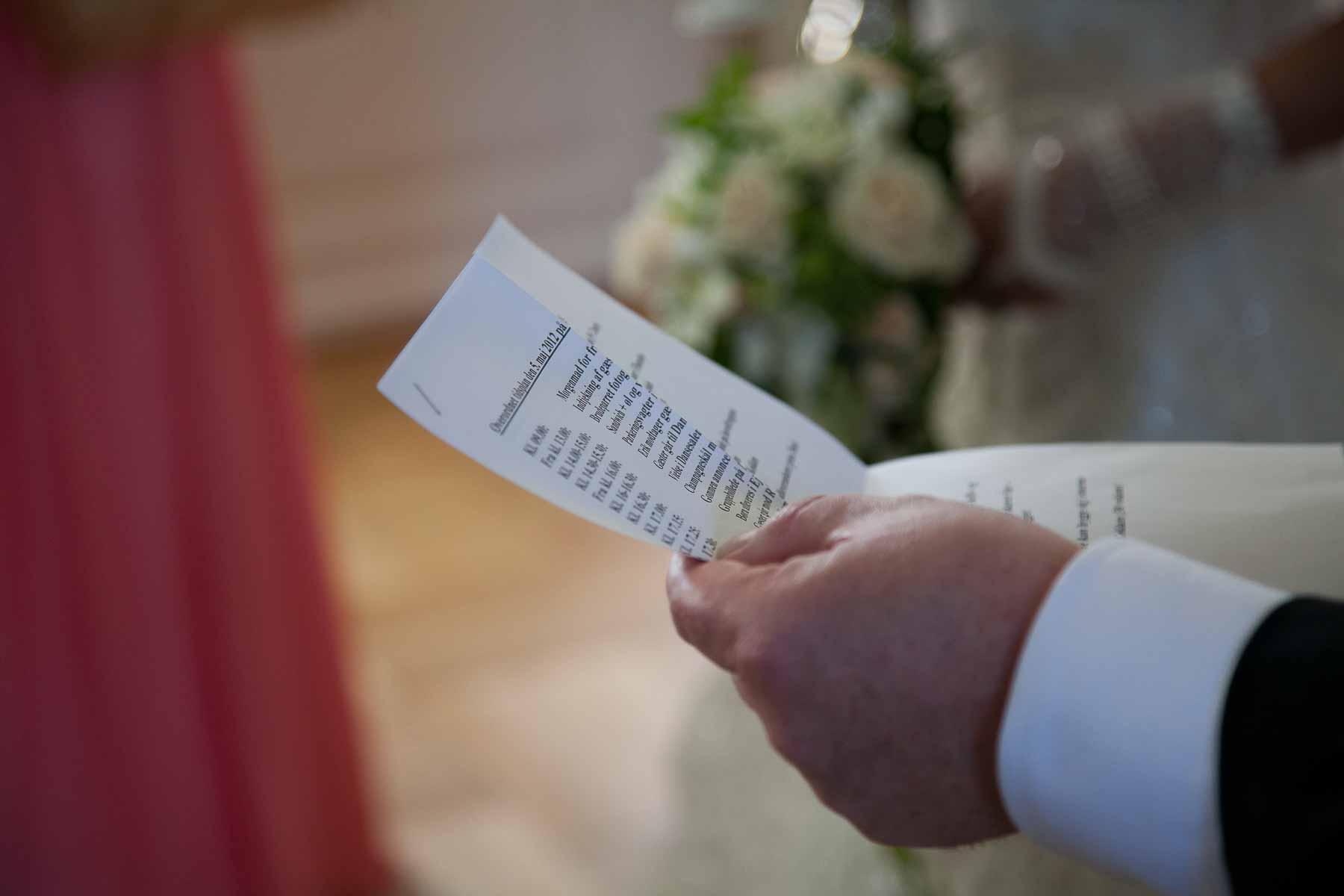 Første taler er brudens far: