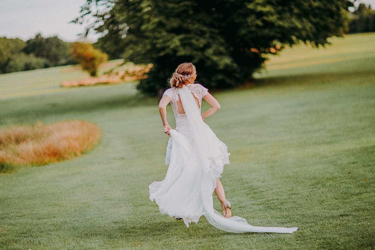 Få et tilbud og en god pris hos professionel bryllupsfotograf.