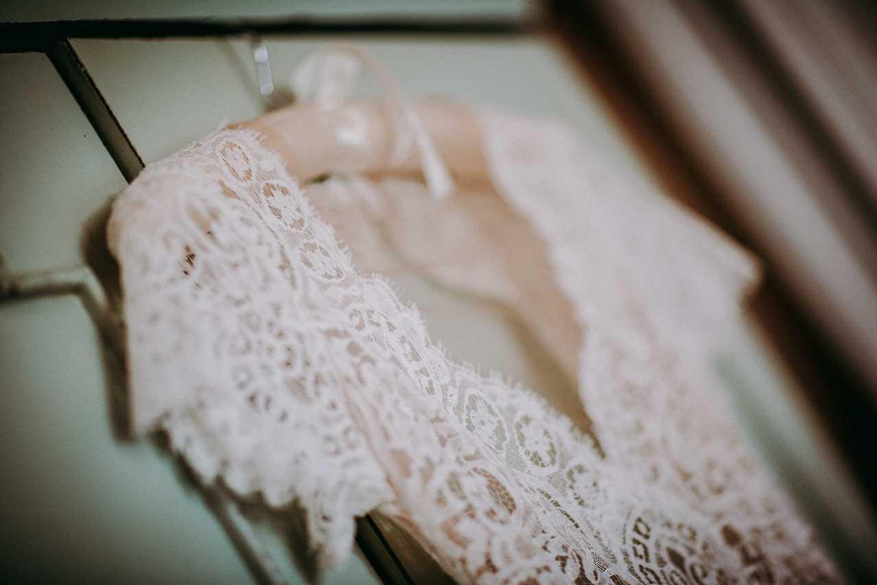 Brudekjole - læs en masse om alle slags brudekjoler - Festlinjen