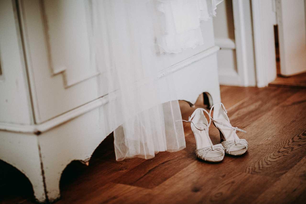 brudekjole og brudesko